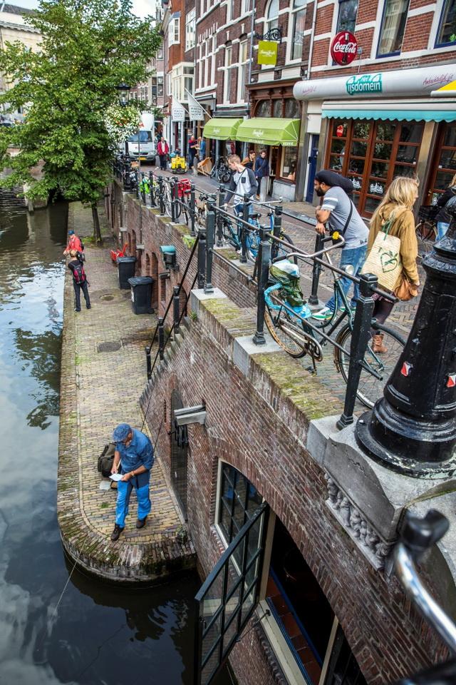 Ed en Marco trekken veel bekijks in de binnenstad van Utrecht.