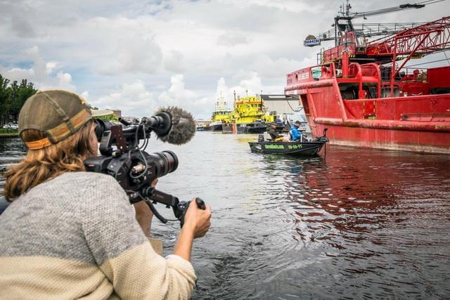 De waterrijke 'marinestad' Den Helder vormt het decor voor de negende aflevering van Vis TV Stad & Land.