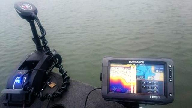 De MotorGuide Xi5 GPS Pinpoint met Lowrance Gateway. Hiermee kan de MotorGuide communiceren met de Lowrance diepte meters.