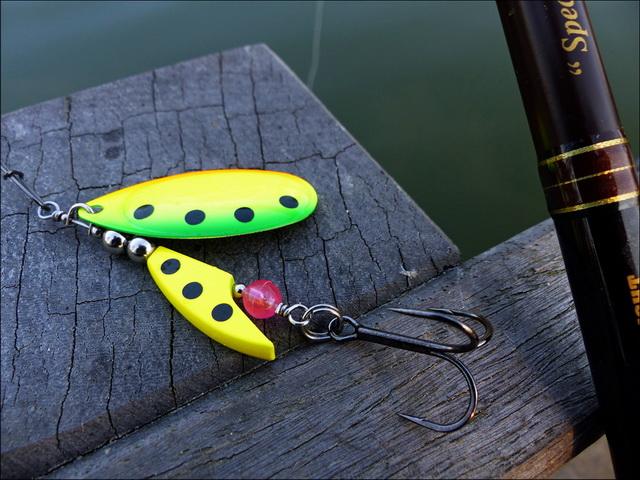 De AXE Spin French Blade is verkrijgbaar in attractieve, vangende kleuren.