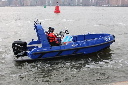 Nieuwe Stormer Politie patrouilleboot met Mercury Verado 225 buitenboordmotor.