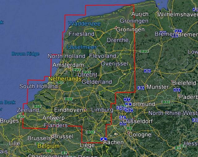 Dit is een zgn small kaart dus alleen het gebied Nederland staat erop maar met sonarcharts en Community Edits.