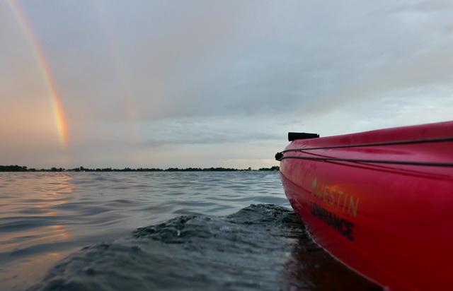 Juist na een felle bui, een prachtige regenboog op de Vinkeveense plassen