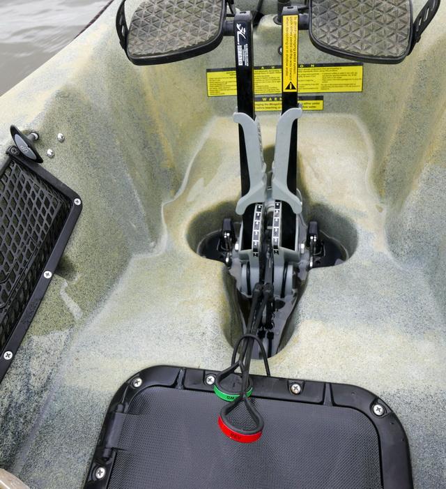 Het regtangular hatch met de MirageDrive 180 en het 'bewuste elastiekje' voor de hendels van het schakel mechanisme.