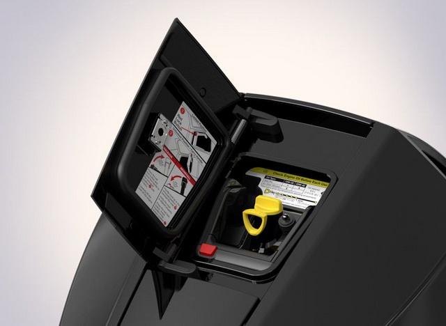 Op de motorkap is een unieke, luikopening gemaakt om snel en eenvoudig toegang te krijgen.