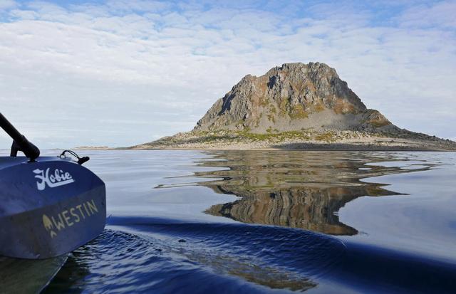 Naast Vega ligt nog een klein eiland Sola. Krijg je ook gelijk een idee van hoe het er onder water uitziet.