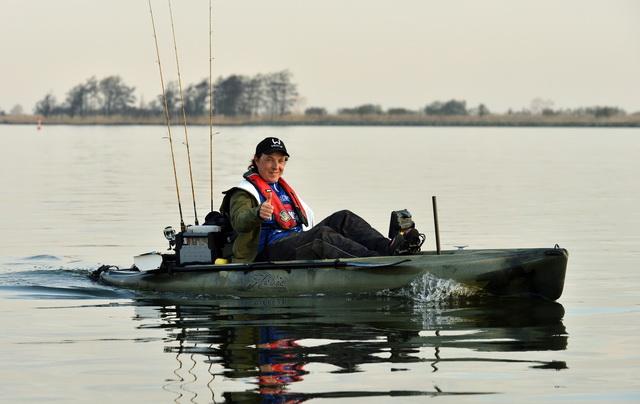 Dag één van het KayakCentre Fishing Tournament, vol gas op weg naar de stek