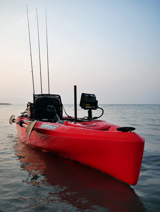 De neus van de nieuwe generatie Hobie Outback kayak is nog meer gestroomlijnd waardoor deze beter door het water snijdt.
