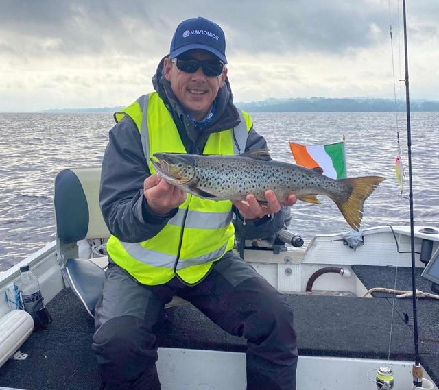 Marc caught a nice trout on the other end of the lake of….47 cm 😊
