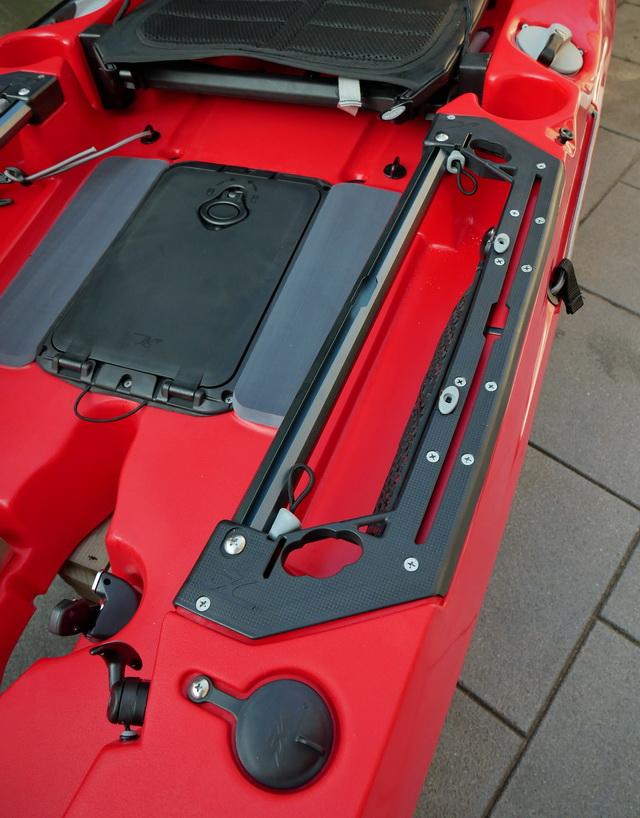 Op het nieuwe model van de Hobie Outback kayak zitten al voor geïnstalleerde trackmounts