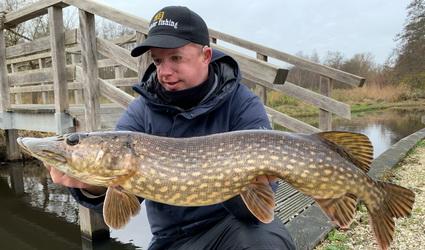 Video Jeroen Bouwer. Vissen met dood aas in de polder.