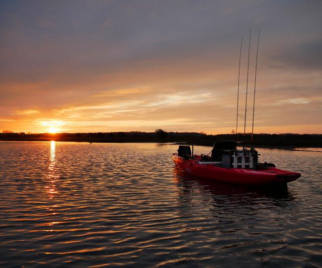 Het vissen vanuit de kayak met een opkomende zon blijft iets speciaals.