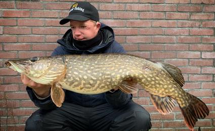Vissen met doodaas vanaf de kant met Jeroen Bouwer.