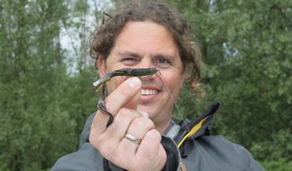Pieter-Bas Broeckx van de Vistechnische Dienst aanwezig bij Fauna Hengelsport
